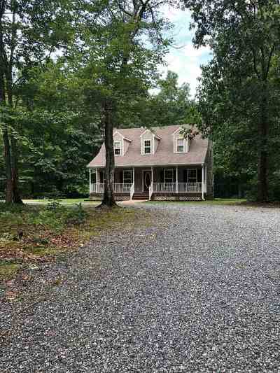 Louisa County Single Family Home For Sale: 1483 Roundabout Rd