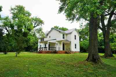 Single Family Home For Sale: 120 N Main St