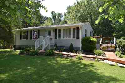 Single Family Home For Sale: 836 Toms Rd