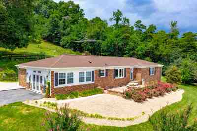 Staunton Single Family Home For Sale: 2261 Lee Jackson Hwy