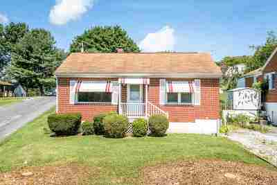 Staunton Single Family Home For Sale: 208 Oak Ave