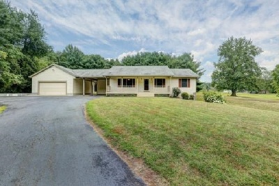 Louisa County Single Family Home For Sale: 10378 Kentucky Springs Rd