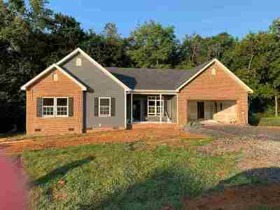 Augusta County Single Family Home For Sale: 125 Long Bow Rd
