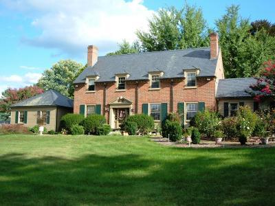 Lexington Single Family Home For Sale: 900 Sunset Dr