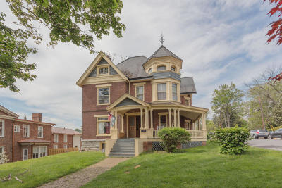Lexington Single Family Home For Sale: 122 W Nelson St