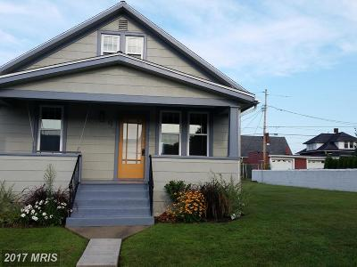Cumberland Single Family Home For Sale: 9 Mullen Street