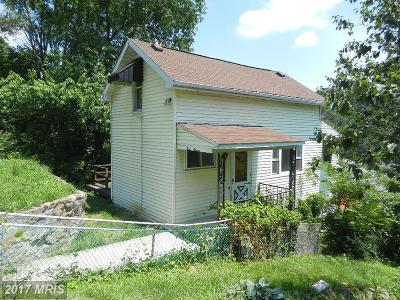 Cumberland Single Family Home For Sale: 411 Hill Street