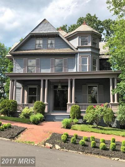 Cumberland Single Family Home For Sale: 615 Washington Street