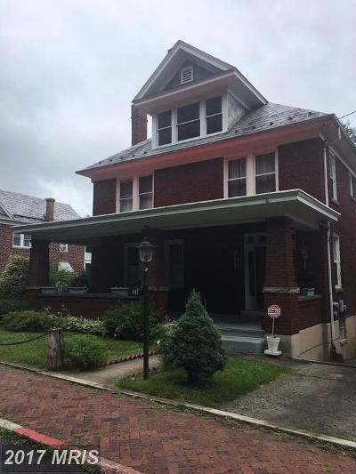 Cumberland Single Family Home For Sale: 647 Bedford Street