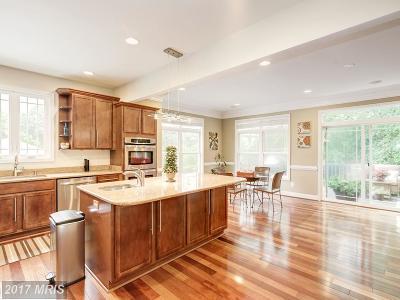 Arlington Single Family Home For Sale: 2032 Lowell Street S