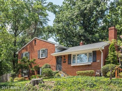 Alexandria Single Family Home For Sale: 906 Juniper Place