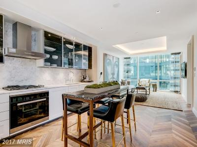 Baltimore Condo For Sale: 200 International Drive #2007