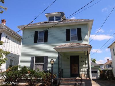 Martinsburg Single Family Home For Sale: 230 Illinois Avenue