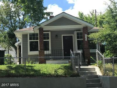 Single Family Home For Sale: 4243 Dix Street NE