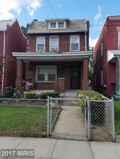 Washington DC Single Family Home For Sale: $300,000