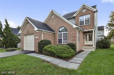 Woodridge Single Family Home For Sale: 1725 Douglas Street NE