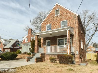Woodridge Single Family Home For Sale: 1548 Douglas Street NE