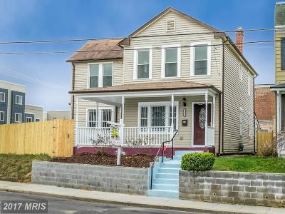 Washington Single Family Home For Sale: 6121 Dix Street NE