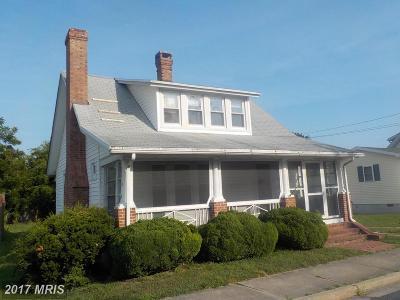 Cambridge Single Family Home For Sale: 907 Peachblossom Avenue