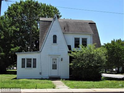 Cambridge Single Family Home For Sale: 1112 Race Street