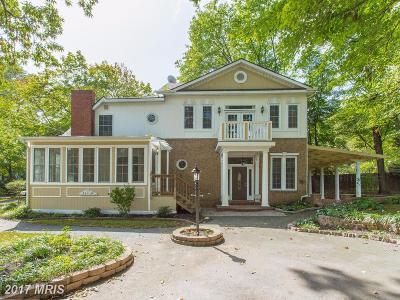 Fairfax VA Single Family Home For Sale: $700,000