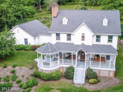 Frederick Single Family Home For Sale: 6729 Deer Spring Lane