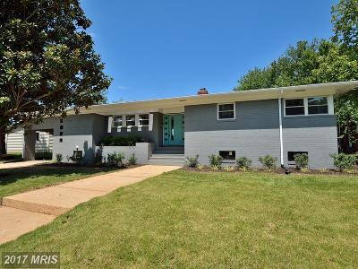 Alexandria Single Family Home For Sale: 2204 Shiver Drive