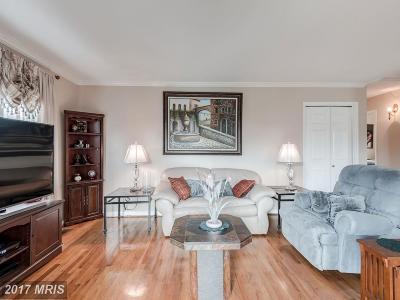 Alexandria Single Family Home For Sale: 7319 Fairchild Drive