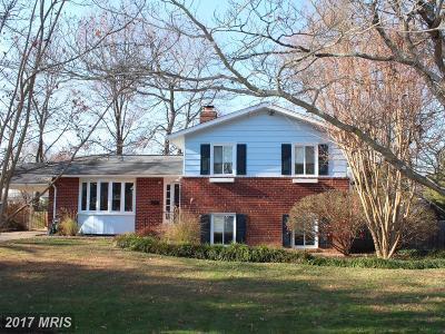 Alexandria Single Family Home For Sale: 8830 Camfield Drive