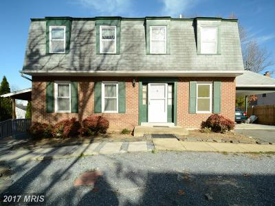 Alexandria VA Single Family Home For Sale: $520,000