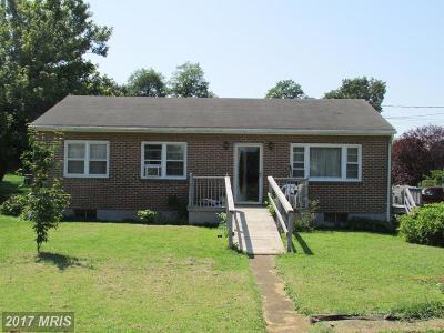 Charles Town Single Family Home For Sale: 611 Hunter Street E