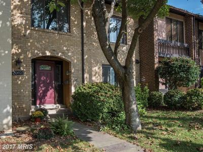 Montgomery Village Townhouse For Sale: 20407 Shadow Oak Court