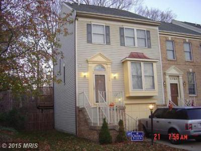 Townhouse For Sale: 724 Streamside Drive