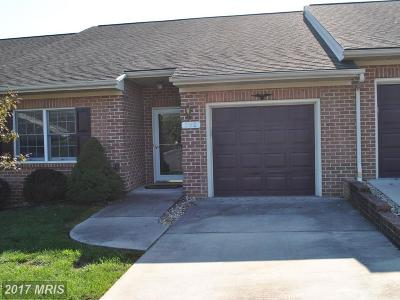 Hagerstown Townhouse For Sale: 302 Sunbrook Lane #130