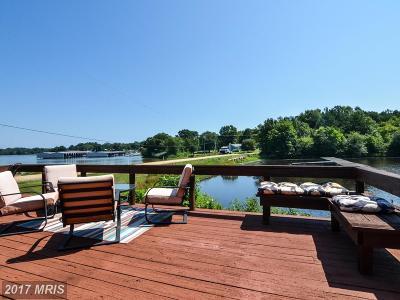 Colonial Beach Single Family Home For Sale: 448 Mattox Avenue