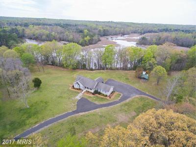 Colonial Beach Single Family Home For Sale: 828 Eagle Vista Lane