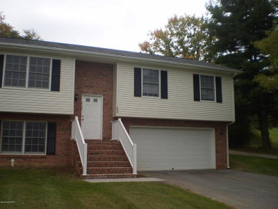 Condo/Townhouse Sold: 262 Wades Ln