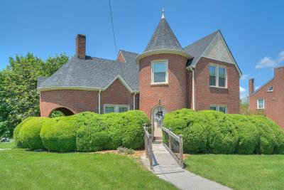 Single Family Home For Sale: 202 N Locust St