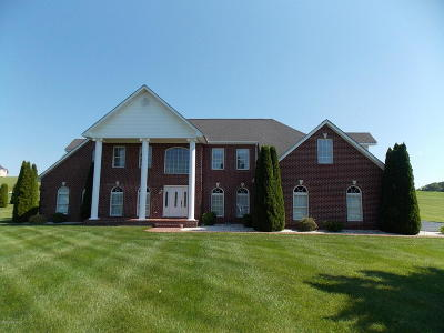 Christiansburg Single Family Home For Sale: 2050 Peakland Way