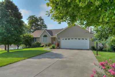 Montgomery County Single Family Home For Sale: 1303 Maplewood Ln
