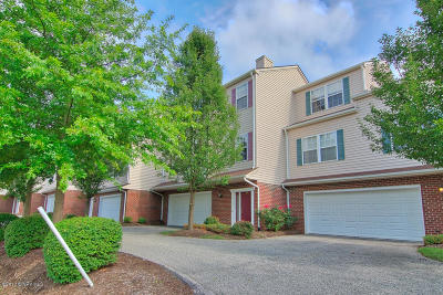 Christiansburg Condo/Townhouse For Sale: 950 Oak Tree Blvd NW