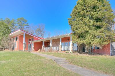 Radford Single Family Home For Sale: 109 Charmont Dr