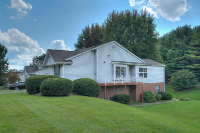 Montgomery County Single Family Home For Sale: 1690 Sleepy Hollow Rd