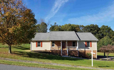 Christiansburg Single Family Home For Sale: 2135 Hitching Post Dr