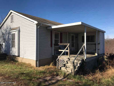 Floyd County Single Family Home For Sale: 8795 Floyd Highway