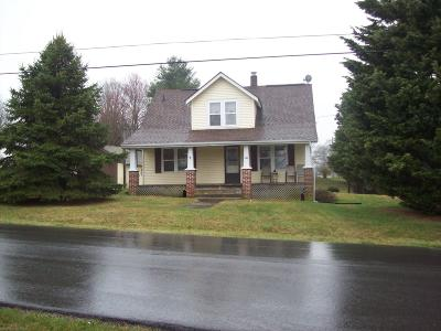 Christiansburg Single Family Home For Sale: 205 Chinquapin Trail