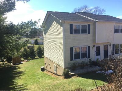 Christiansburg Condo/Townhouse For Sale: 435 Cherokee Drive