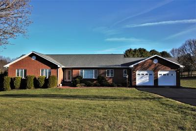Christiansburg Single Family Home For Sale: 2121 Knoll Crest Drive