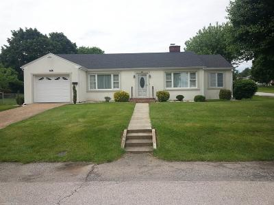 Single Family Home For Sale: 215 Cherry Lane