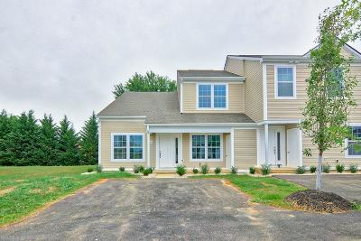 Christiansburg Condo/Townhouse For Sale: 230 Amber Circle
